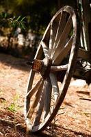 vieilles roues de chariot de chariot de cheval en bois photo