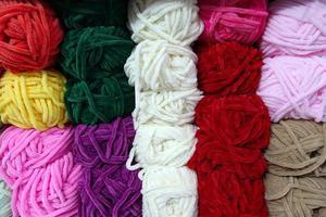 rouleaux de tissu industriel en coton coloré photo