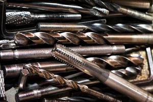 groupe de concept industriel de vis en métal photo