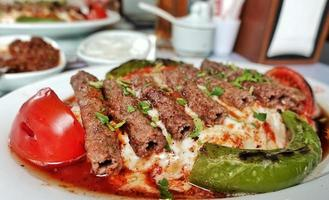 nourriture traditionnelle turque manisa kebab viande photo