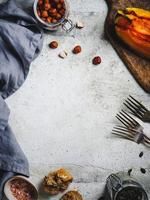 fond de cadre alimentaire avec des produits d'automne saisonniers photo
