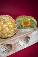 Gâteaux de lune gastronomiques traditionnels chinois gros plan de la nourriture sucrée festive photo