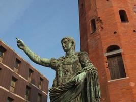 statue de césar auguste photo