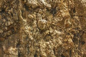texture des roches rugueuses sur la côte de la croatie. photo