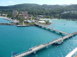 du point de vue du terminal de croisière ocho rios - jamaïque photo