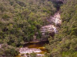 cascade de singes, ibitipoca dans le minas gerais, brésil photo