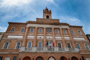 Détail de l'hôtel de ville à foligno, italie photo