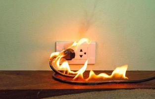 en feu fil électrique prise prise murale cloison photo