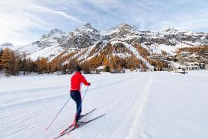 ski de fond en automne dans la vallée de l'engadine photo