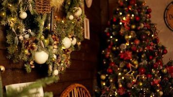 Joyeuses vacances. un beau salon décoré pour noël. photo