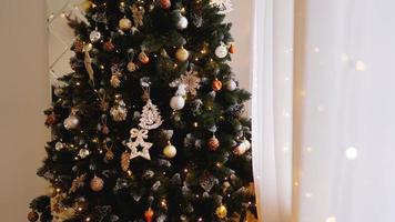 décorations de Noël, arbre de Noël, cadeaux, nouvel an photo