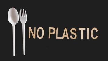 dire non aux couverts en plastique, pollution plastique photo