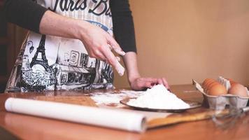 gros plan, scène, de, mains femelles, confection, pâte photo