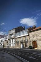 Scène de rue dans la vieille ville de santiago de compostelle en espagne photo