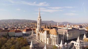 budapest, hongrie - prise de vue aérienne depuis un drone sur st. église Matthias photo