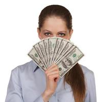 femme avec un fan de billets de cent dollars photo
