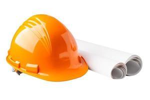 casque de construction jaune avec plan, concept de sécurité de l'ingénieur. photo