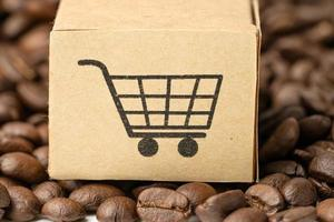 boîte avec le symbole du logo du panier sur les grains de café, import export photo