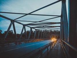pont en béton gris photo