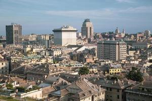 Horizon de la ville de Gênes en Ligurie en Italie photo