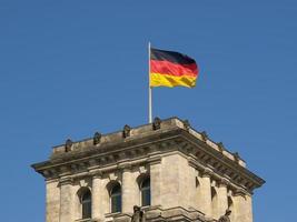 drapeau allemand sur le Reichstag photo