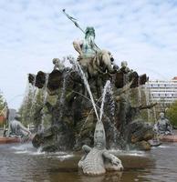 fontaine de neptunbrunnen à berlin photo