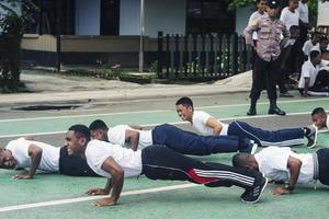 sorong, papouasie occidentale, indonésie 2021- candidats sous-officiers de la police indonésienne photo