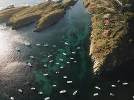 vue de dessus de nombreux bateaux voyageant photo