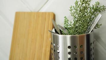 fond de noël. conception minimaliste. couverts dans la cuisine photo