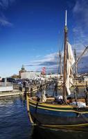 Vieux bateaux à voile en bois à Helsinki City Central Harbour Port Finlande photo