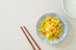 salade épicée chou ou céleri à l'huile de sésame photo