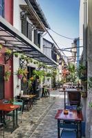 ruelle avec restaurants et bars touristiques dans la vieille ville de siem reap cambodge photo