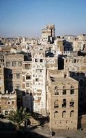 Vue sur les bâtiments traditionnels de la vieille ville de la ville de sanaa au Yémen photo