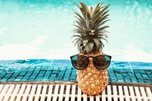 concept de mode de vie détente vacances d'été et piscine photo