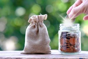 économiser de l'argent et le concept de croissance de l'entreprise photo