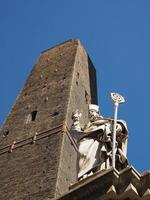 statue de san petronio à bologne photo