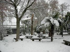 neige dans le parc du village photo