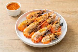 crevettes de rivière ou crevettes grillées photo