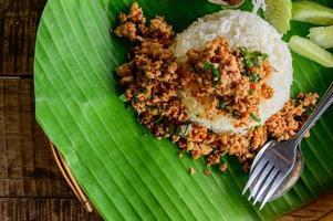 thai street food épicé riz frit porc photo