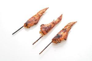 brochettes d'ailes de poulet grillées photo