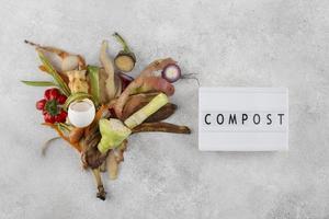 l'arrangement compost fait de la nourriture pourrie photo