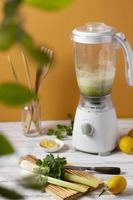 l'arrangement de céleri mélangeur pour la cuisine photo