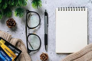 agenda, papeterie et carte de crédit photo