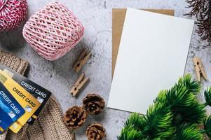 carte postale, papeterie et carte de crédit pour célébrer le temps photo
