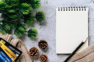 agenda, papeterie et carte de crédit pour célébrer le temps photo