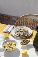 le délicieux arrangement de plat de gulas photo