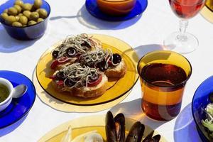 l'arrangement traditionnel du plat de gulas photo
