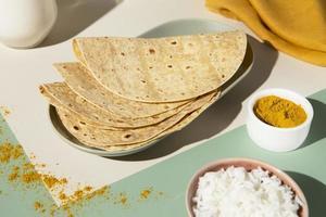 les délicieux arrangements indiens de roti photo