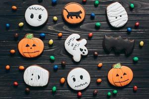 un bonbon aux couleurs et des pains d'épice effrayants pour Halloween. photo