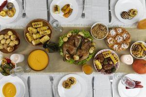délicieuse table de nourriture pour le jour de Thanksgiving photo
